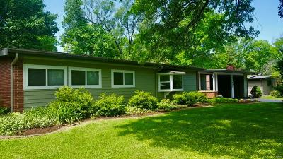 St Louis Single Family Home For Sale: 825 Cheviot Court