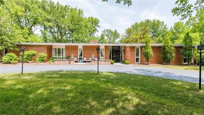 Creve Coeur Single Family Home For Sale: 150 Executive Estates Drive
