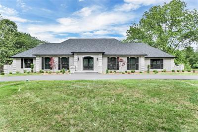 Ballwin Single Family Home For Sale: 10 Meadowbrook Country Club