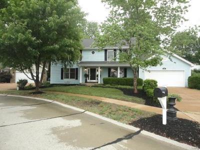 Ballwin Single Family Home For Sale: 835 Ivy Trace