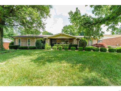 Ballwin Single Family Home For Sale: 424 Mayfair Drive