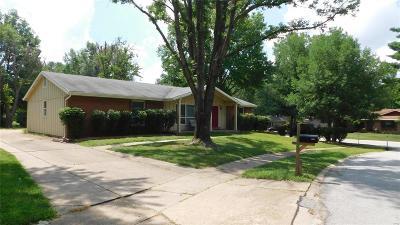 Ballwin Single Family Home For Sale: 828 Gardenway