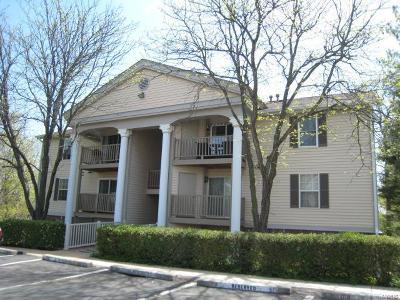 Ballwin Condo/Townhouse For Sale: 717 Ridgeside #G