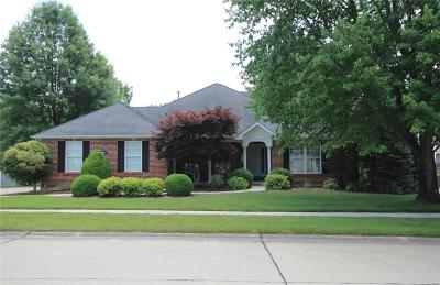St Louis Single Family Home For Sale: 6112 Clifton Oaks Place