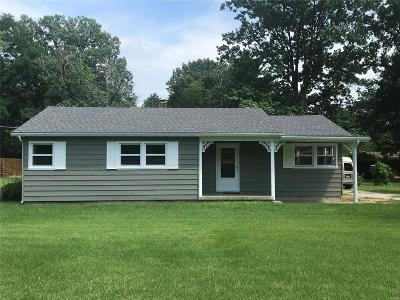 Godfrey IL Single Family Home For Sale: $94,500