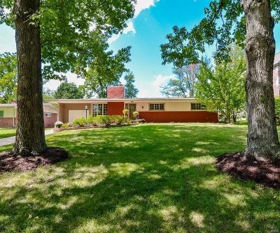 Creve Coeur Single Family Home For Sale: 819 Renee Lane