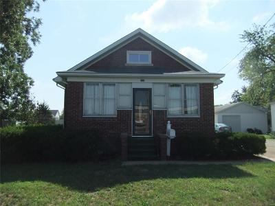 Mascoutah IL Single Family Home For Sale: $114,900