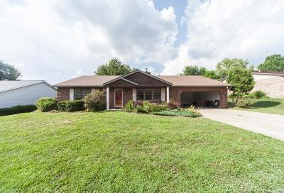 Belleville Single Family Home For Sale: 2217 Cotswold Circle