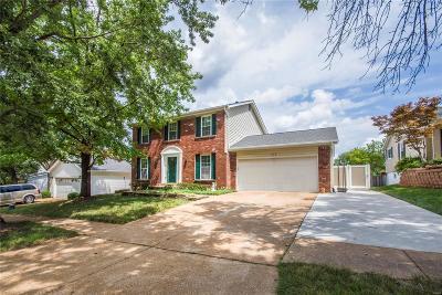 Ballwin Single Family Home For Sale: 514 Oak Bridge