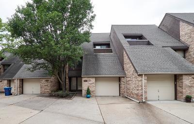 Creve Coeur Condo/Townhouse For Sale: 917 Maison Ladue Drive