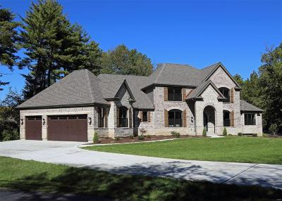 Creve Coeur Single Family Home For Sale: 115 Ladue Pine Woods Place