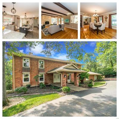 St Louis Single Family Home For Sale: 217 Ladue Oaks Drive