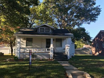 Belleville Single Family Home For Sale: 121 Kansas Avenue