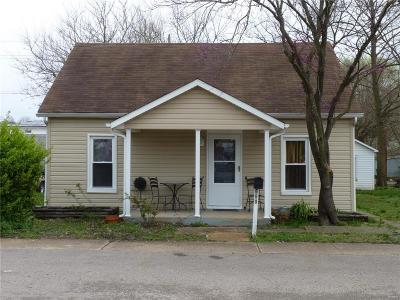 De Soto Single Family Home For Sale: 609 East Main Street