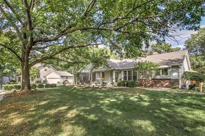 St Charles Single Family Home For Sale: 109 Iron Lake Court