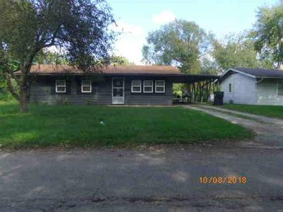 Cahokia Single Family Home Active Under Contract: 28 East Adams Drive