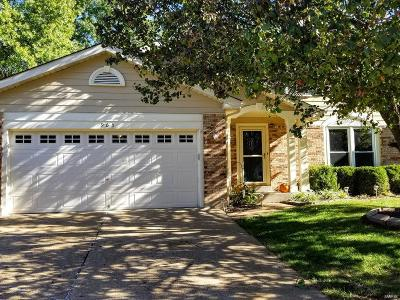 Ballwin Single Family Home For Sale: 965 Oakwood Farms Lane