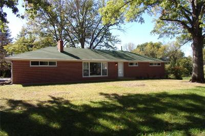 St Louis Single Family Home For Sale: 2550 Bluffwood Drive