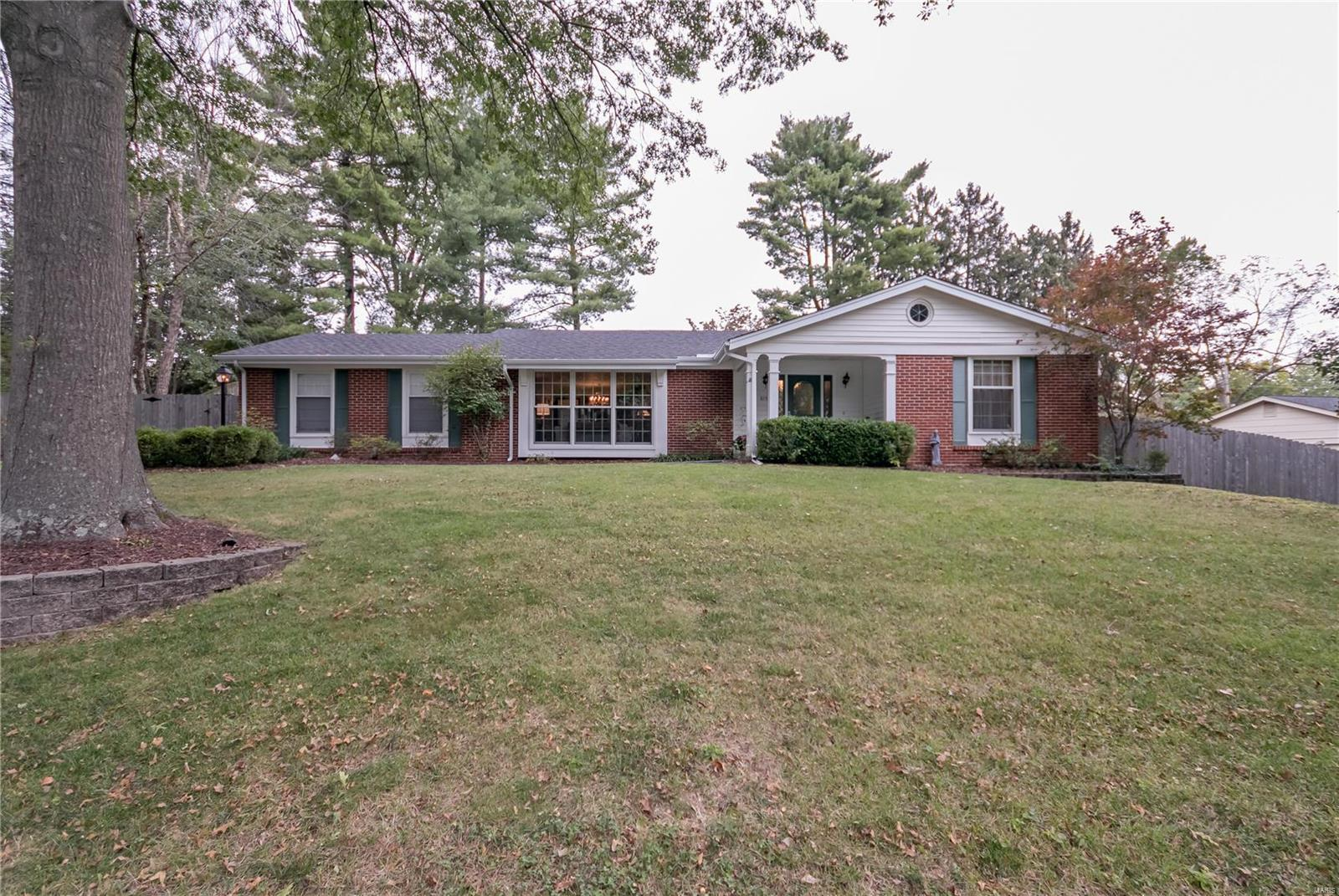 Terrific 815 Angleterre Drive St Louis Mo Mls 18083637 Home Interior And Landscaping Pimpapssignezvosmurscom