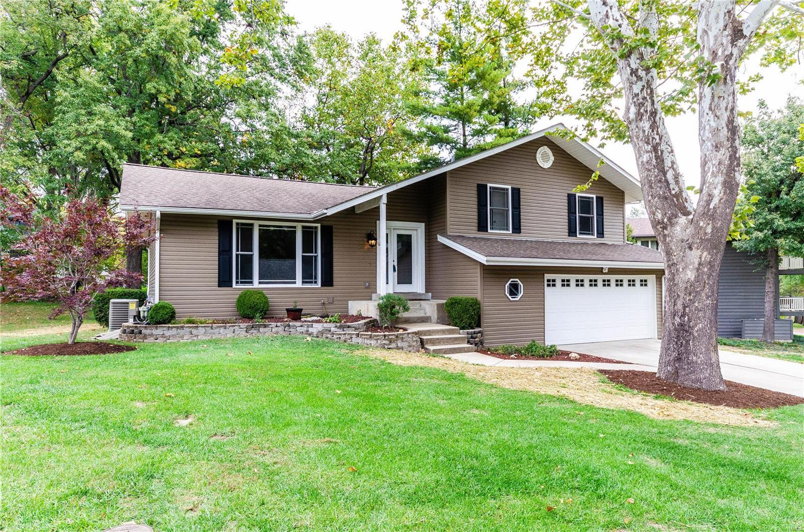 Astonishing 12 Pyrenees Drive Lake St Louis Mo Mls 18086066 St Home Interior And Landscaping Pimpapssignezvosmurscom