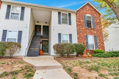 St Charles County Condo/Townhouse Contingent No Kickout: 114 Country Trace Court