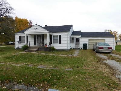 Monroe City, Paris, Perry, Stoutsville, Center, New London, Vandalia Single Family Home For Sale: 301 East Broadway