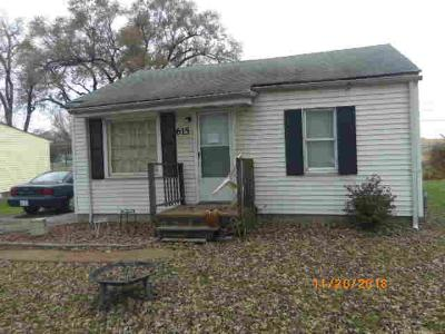 Cahokia Single Family Home For Sale: 615 Fall Street
