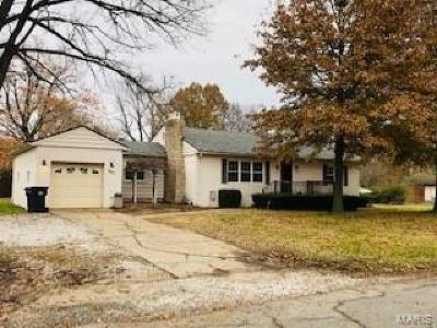 Godfrey IL Single Family Home For Sale: $129,999