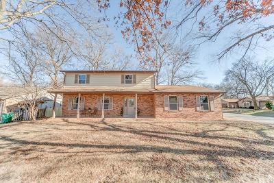 O'Fallon Single Family Home For Sale: 1014 Matthew Drive