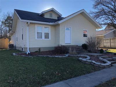 Monroe City, Paris, Perry, Stoutsville, Center, New London, Vandalia Single Family Home For Sale: 204 East Main Street