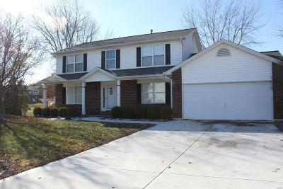 St Charles Single Family Home For Sale: 11 Olde Warwick