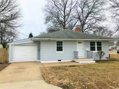 Mascoutah IL Single Family Home Contingent w/Kickout: $134,000