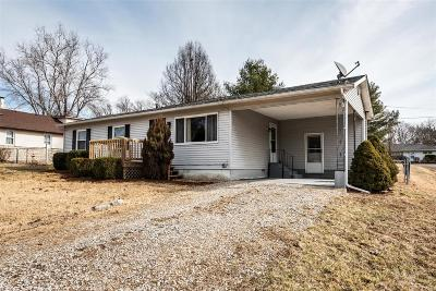 Belleville Single Family Home For Sale: 210 Edgewood Drive