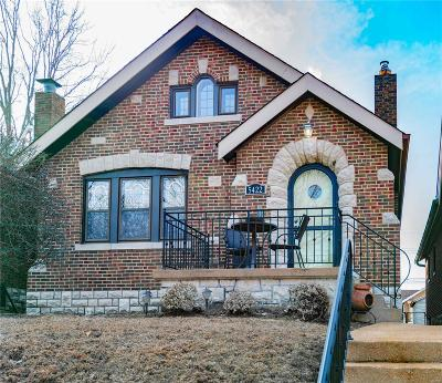 St Louis Single Family Home For Sale: 5422 Walsh