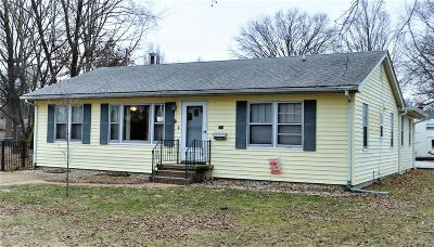 Mascoutah IL Single Family Home For Sale: $154,000