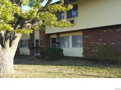 Hazelwood Condo/Townhouse For Sale: 7475 Hazelcrest Drive
