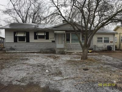Cahokia Single Family Home For Sale: 809 Saint Williams Drive