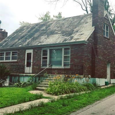 St Louis Single Family Home For Sale: 64 Greendale Drive