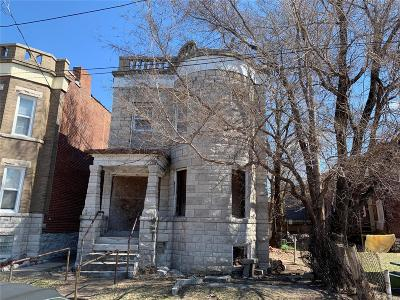 St Louis City County Multi Family Home For Sale: 608 Walton Avenue