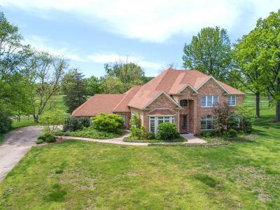 Creve Coeur Single Family Home For Sale: 533 Fairways Circle