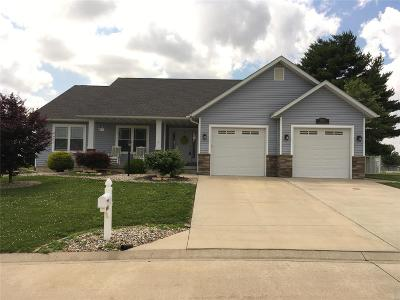 Jerseyville Single Family Home Active Under Contract: 1005 Hickory Grove Drive