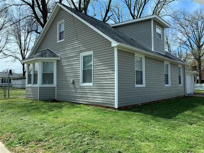 Mascoutah IL Single Family Home For Sale: $169,900