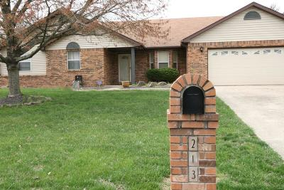 Swansea IL Single Family Home Active Under Contract: $234,900