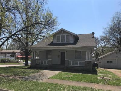 Lebanon Single Family Home For Sale: 102 West Main