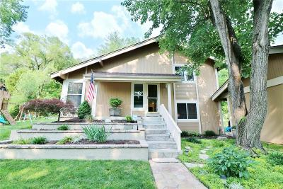 Ballwin Single Family Home For Sale: 444 Applestone