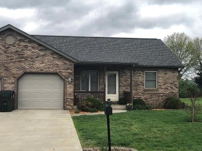 Red Bud Single Family Home For Sale: 902 Country Club Drive