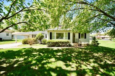 Belleville Single Family Home For Sale: 2709 East Main Street