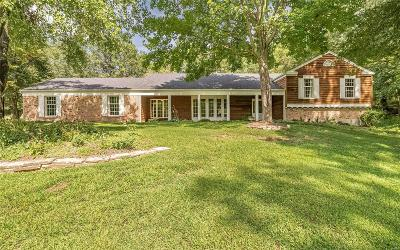 St Charles Single Family Home For Sale: 42 Fox Hollow Drive