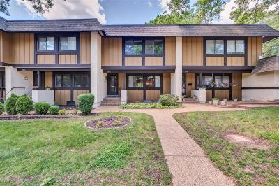 ST CHARLES Condo/Townhouse For Sale: 1377 Hampton Road