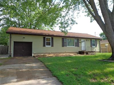 East Alton Single Family Home For Sale: 150 Airline Drive